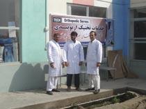 Vor der Werkstatt in Kunduz